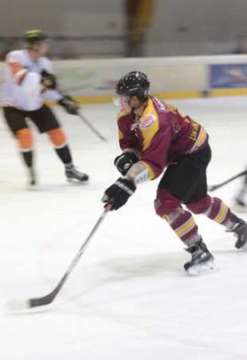 Zwei Eishockeyspieler auf dem Eis